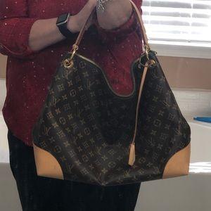 "Louis Vuitton ""Berri"" Bag Near Mint Condition 🥰"